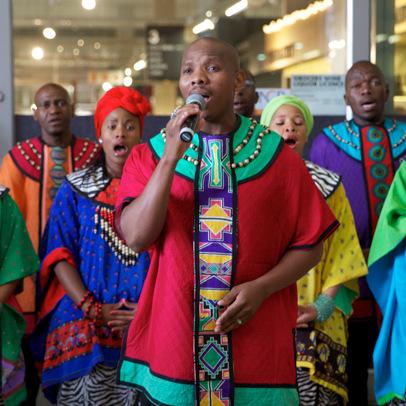 Mandela Tribute – Soweto Gospel Choir Flashmob